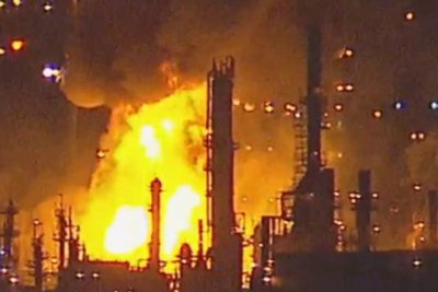 Major oil refinery fire shuts down Los Angeles freeway