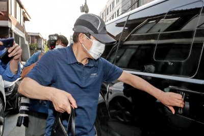 South Korea returns to auditing defector groups