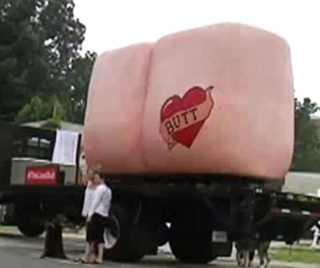 'Giant butt' touring U.S. to bring 'randomness' to 'bleak world'