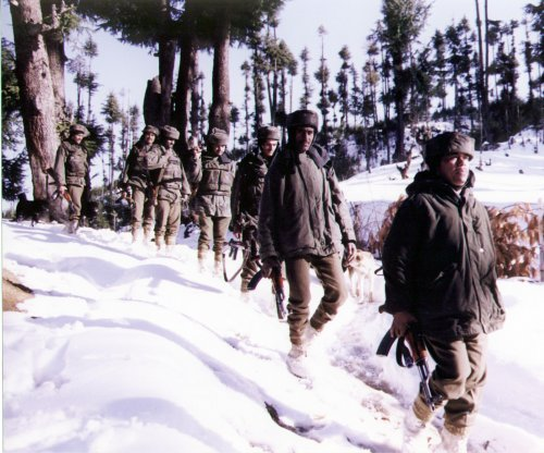 Indian soldier found alive six days after Kashmir avalanche