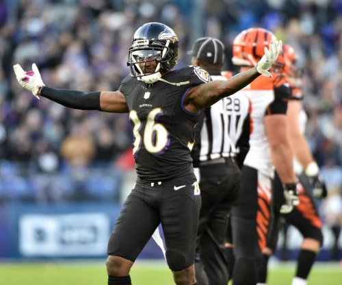 Baltimore Ravens CB Tavon Young leaves with shoulder stinger vs Miami Dolphins
