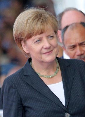 Merkel joins Berlin anti-Semitism rally