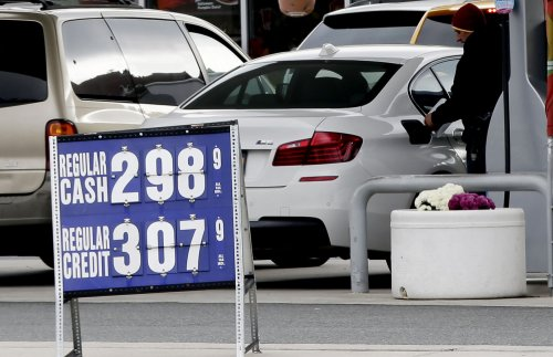 AAA: U.S. oil production keeps gas prices low