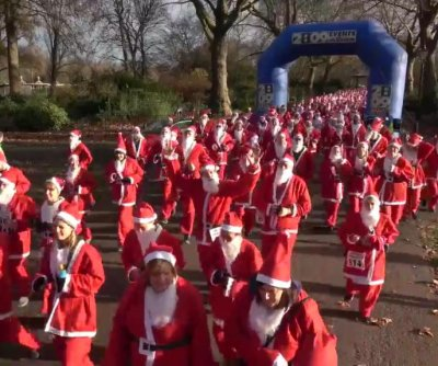 Hundreds don Santa Claus suits for charity run in London