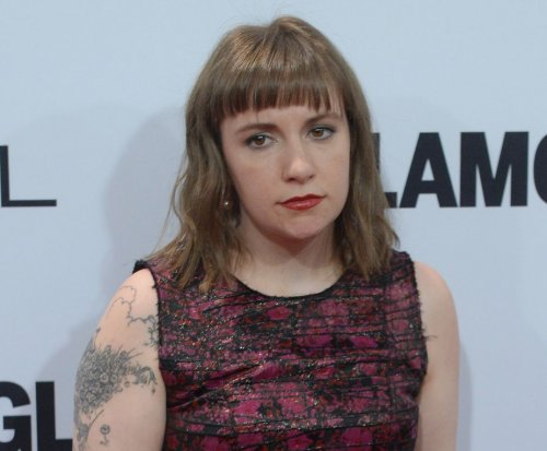Lena Dunham defends Taylor Swift's love life: It's 'perfectly normal'