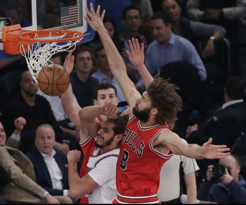 Robin Lopez, Serge Ibaka ejected for fighting in Chicago Bulls-Toronto Raptors tilt