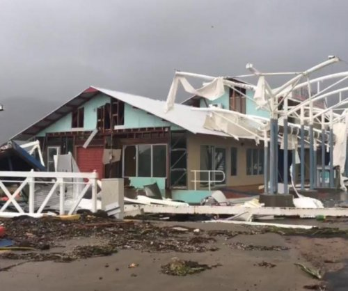 Cyclone Debbie damages homes, cuts power to 63,000 in Australia