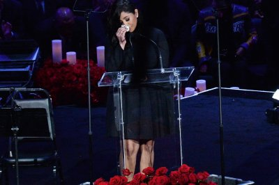 Beyoncé, Jimmy Kimmel remember Kobe Bryant at memorial in LA