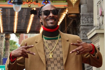 Snoop Dogg celebrates 4/20 on 'Kimmel'