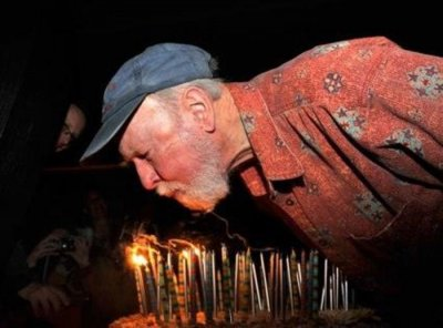 Fans wish Pete Seeger a happy 94th birthday