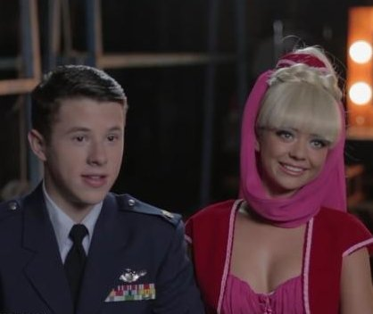 Sarah Hyland, Nolan Gould recreate 'I Dream of Jeannie'