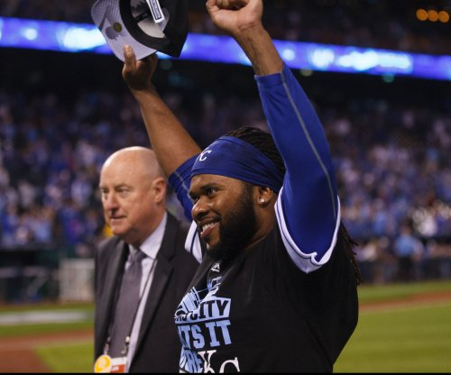 Johnny Cueto pitches Kansas City Royals past Houston Astros, into ALCS