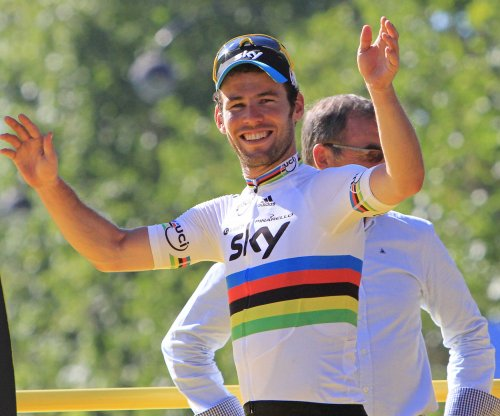 Tour de France: Mark Cavendish wins stage, Chris Froome retains lead