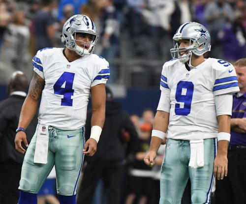 Dallas Cowboys not closing the locker room door on a Tony Romo return
