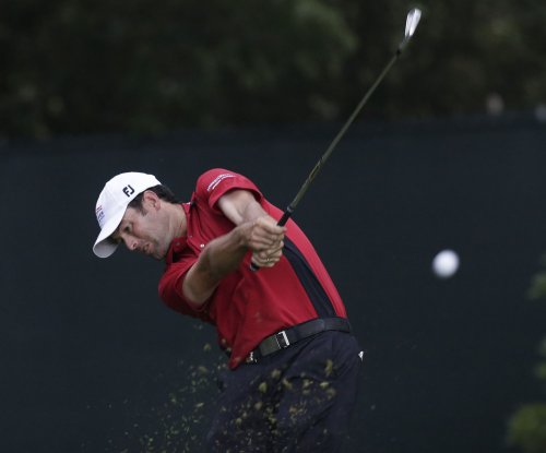 Sebastian Munoz maintains 2-shot lead at Greenbrier