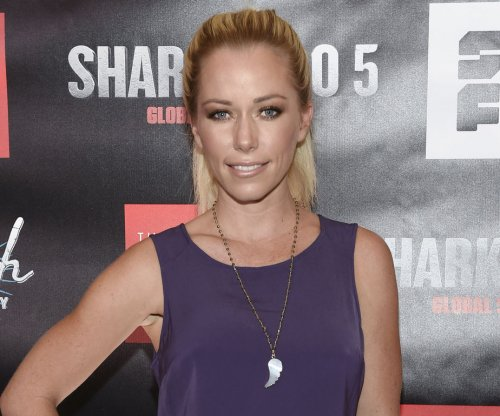 Kendra Wilkinson shares swimsuit photo on birthday: 'I see you 33'