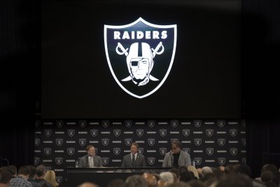 Oakland Raiders fire GM Reggie McKenzie