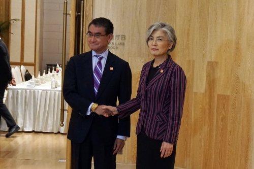 S. Korea, Japan hold talks amid high tensions over trade, history