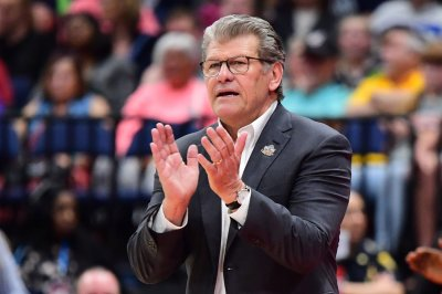 UConn women's basketball coach Geno Auriemma tests positive for COVID-19