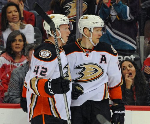Corey Perry piles up three points as Anaheim Ducks dump Washington Capitals