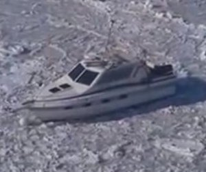 New Jersey man's houseboat being carried away by ice