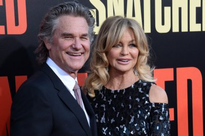 Goldie Hawn shares photo of her with 'Santa' Kurt Russell