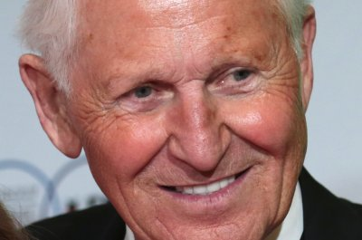 Lute Olson, Hall of Fame basketball coach, dies at 85