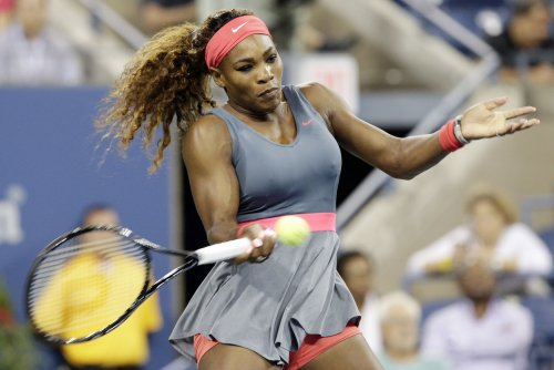 Serena Williams advances in straight sets at Brisbane