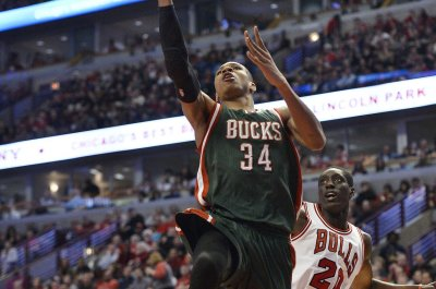Giannis Antetokounmpo scores 30 as Milwaukee Bucks top Chicago Bulls