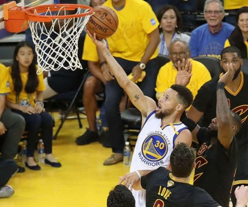 Record-setting 14th straight postseason win puts Golden State Warriors up 2-0