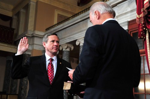 Kirk sworn in as U.S. senator