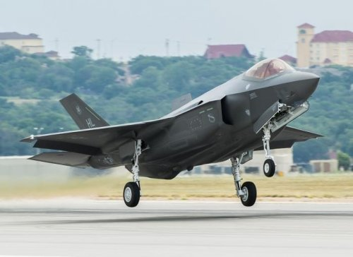Lighter weight pilots banned from F-35 over faulty ejection seat