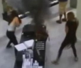 Vape pen battery explosion in woman's purse caught on mall security camera