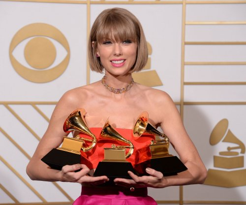 Taylor Swift returns to music streaming services with full catalog