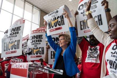 Warren, Sanders back airline workers threatening to strike