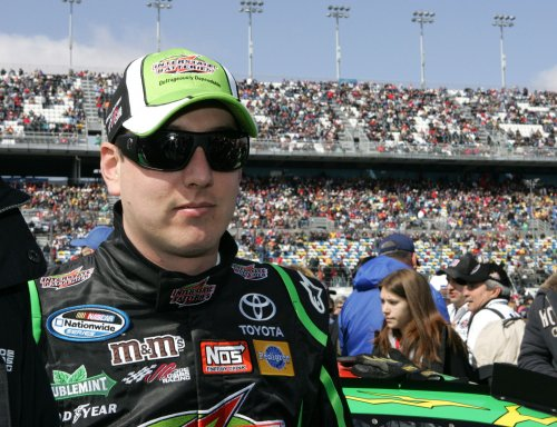 Kyle Busch dominates Dover Nationwide