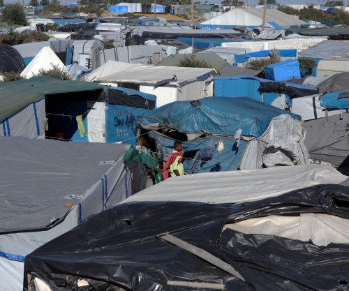 'Jungle' camp in Calais set ablaze amid migrant relocation