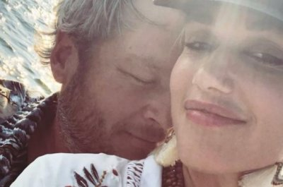 Gwen Stefani, Blake Shelton cozy up during family outing