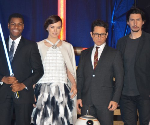 'The Force Awakens' cast sings 'Star Wars' medley acapella