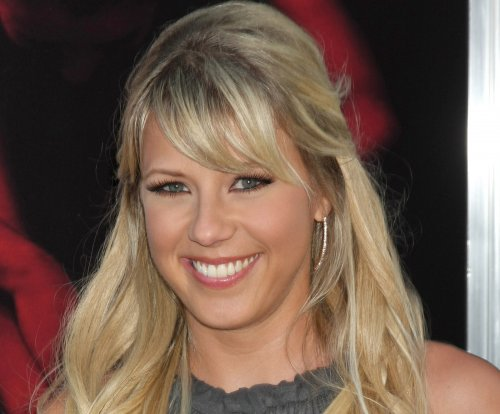 Jodie Sweetin on Olsen twins not appearing in 'Fuller House': 'We've tried everything'