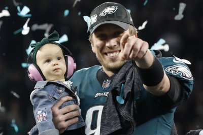 Jaguars quarterback Nick Foles, wife announce pregnancy