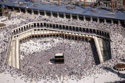 Saudi Arabia bans travel to pilgrimage sites Mecca, Medina due to coronavirus