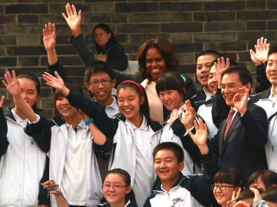 Michelle Obama and daughters tour Xi'an, China