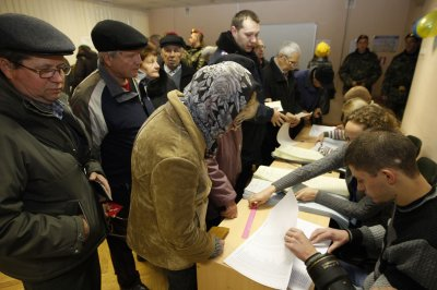 Observers praise transparency in initial look at Ukraine's elections