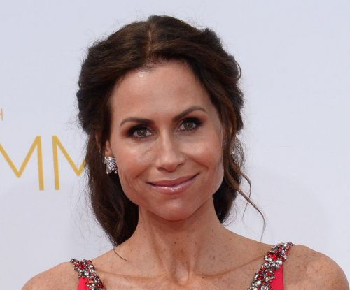 Minnie Driver flubs national anthem at Dodgers-Cardinals game