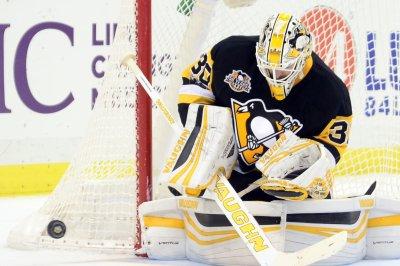 Boston Bruins continue mastery of Arizona Coyotes