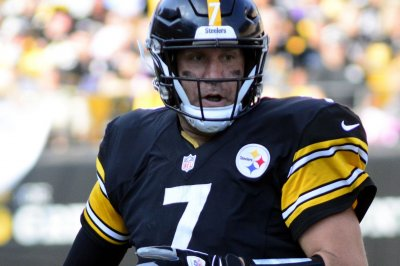 Steelers' Roethlisberger playing through elbow issue