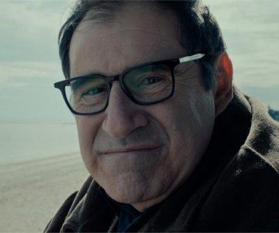 'Auggie' is Richard Kind's rare leading man role
