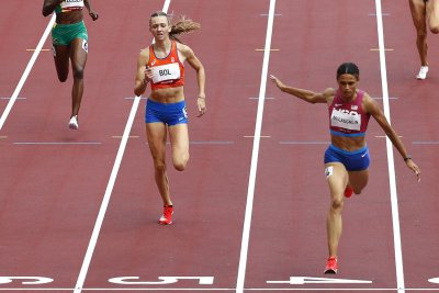 U.S. hurdlers McLaughlin, Muhammad win gold, silver in 400M in world record time