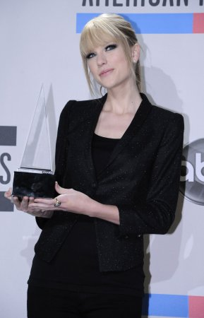 'Speak' tops U.S. album chart again
